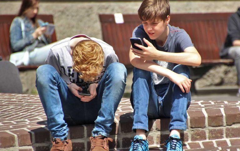 crianças na internet influência das novas tecnologias nas famílias